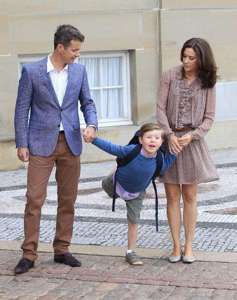 Książę Christian-Dania-First-Day-School-5Yvj0L4WtkUl.jpg